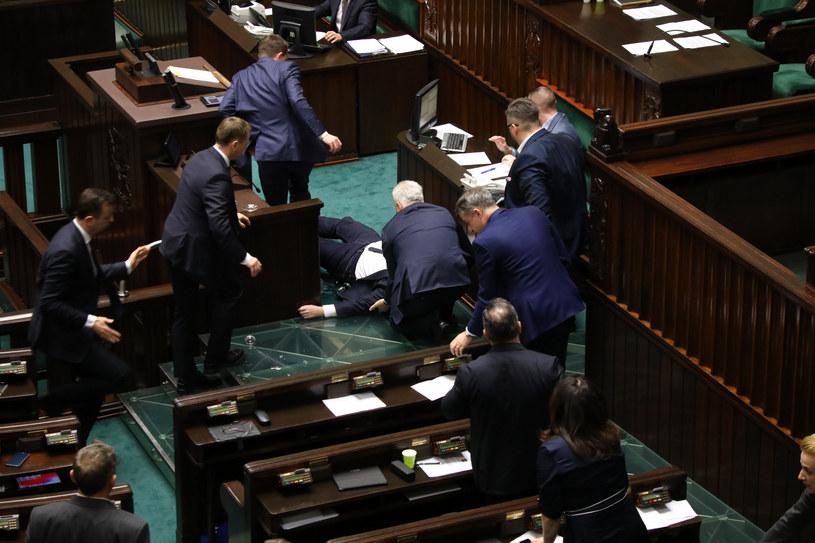 Poseł Robert Kropiwnicki zasłabł w czasie debaty /Piotr Molecki/East News /East News