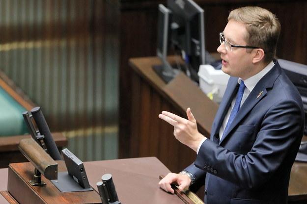 Poseł Robert Winnicki podczas posiedzenia Sejmu / PAP/Paweł Supernak /PAP