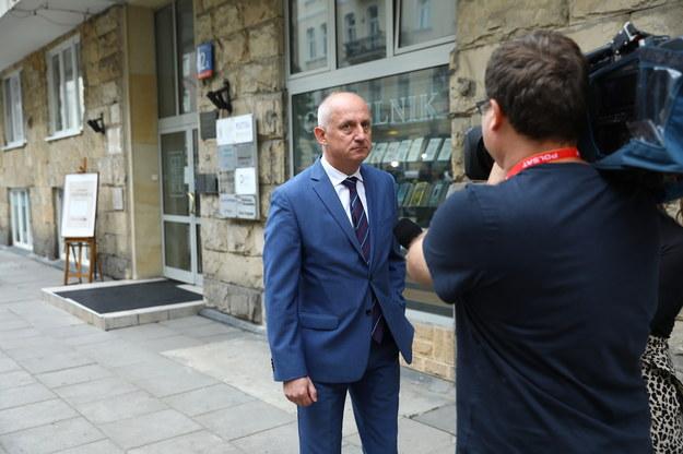 Poseł Sławomir Neumann rozmawia z dziennikarzami po posiedzeniu Zarządu Krajowego Platformy Obywatelskiej /Rafał Guz /PAP