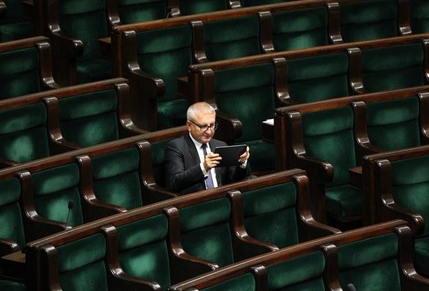 Poseł Stanisław Pięta wyjątkowo samotny w poselskich ławach /Stanisław Kowalczuk /East News
