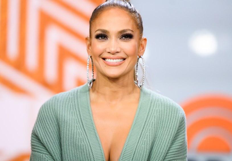 Posiada własną linię odzieżową J.Lo by Jennifer Lopez, która jest w sprzedaży od 2003 roku /Getty Images