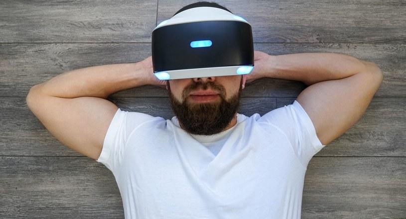 """Posiadacze konsol Sony """"zatwierdzili"""" wirtualną rzeczywistość Japończyków /123RF/PICSEL"""