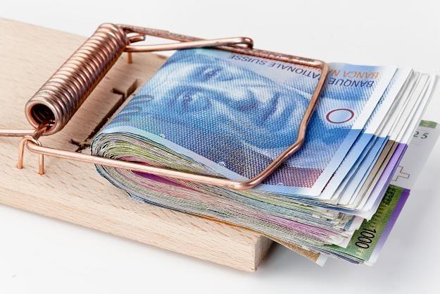 Posiadanie kredytu frankowego bardzo często powoduje odczucie pełnego zniewolenia /©123RF/PICSEL