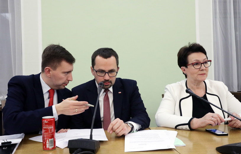 Posiedzenie komisji nadzwyczajnej. Łukasz Schreiber, Marcin Horała i Anna Milczanowska /Tomasz Gzell /PAP
