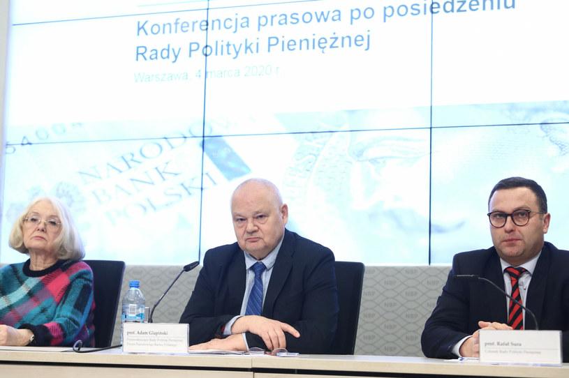 Posiedzenie Rady Polityki Pieniężnej  n/z: Grażyna Ancyparowicz, Adam Glapiński, Rafał Sura /Tomasz Jastrzębowski /Reporter
