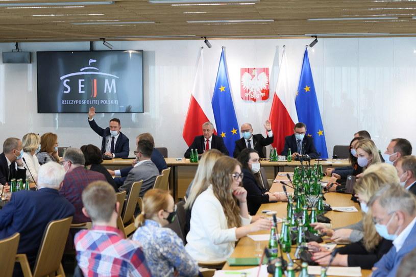 Posiedzenie sejmowej Komisji Administracji i Spraw Wewnętrznych / Leszek Szymański    /PAP