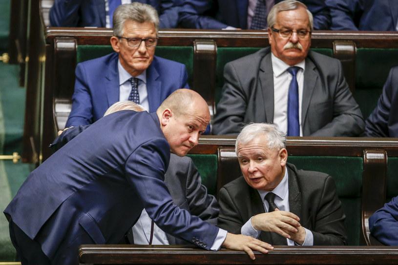 Posiedzenie Sejmu VIII kadencji. Bartłomiej Wróblewski rozmawia z Jarosławem Kaczyńskim /fot. Andrzej Iwanczuk /Reporter