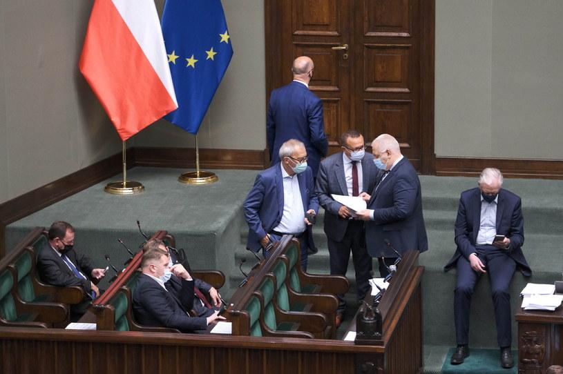Posiedzenie Sejmu z ubiegłego tygodnia. Po prawej wicepremier Jarosław Gowin /Mateusz Marek /PAP
