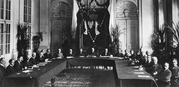 Posiedzenie Tymczasowej Rady Stanu /Z archiwum Narodowego Archiwum Cyfrowego
