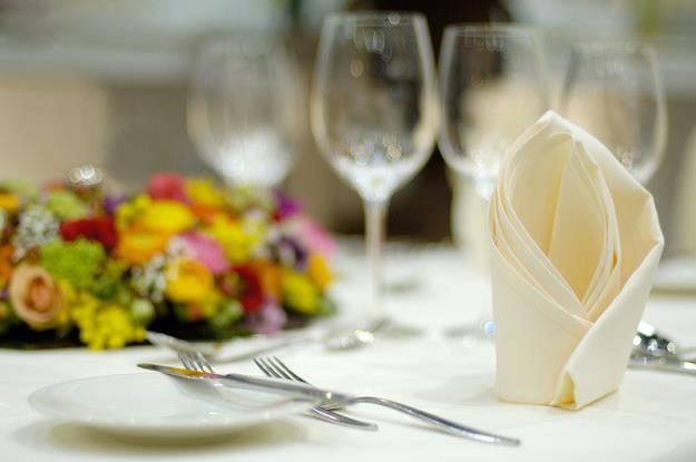 Posiłek w restauracji, wesele, zastawa /© Panthermedia