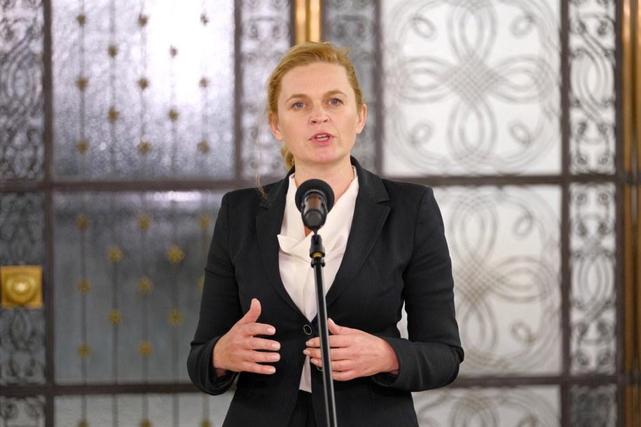 Posłanka KO Barbara Nowacka podczas konferencji w Sejmie /Mateusz Marek /PAP