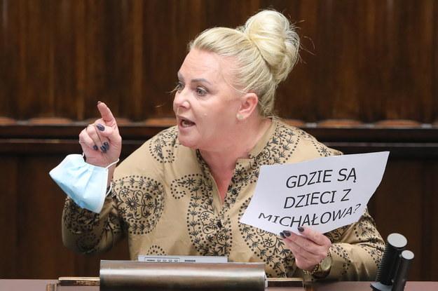 Posłanka KO Iwona Hartwich podczas debaty nt. przedłużenia stanu wyjątkowego / Paweł Supernak   /PAP