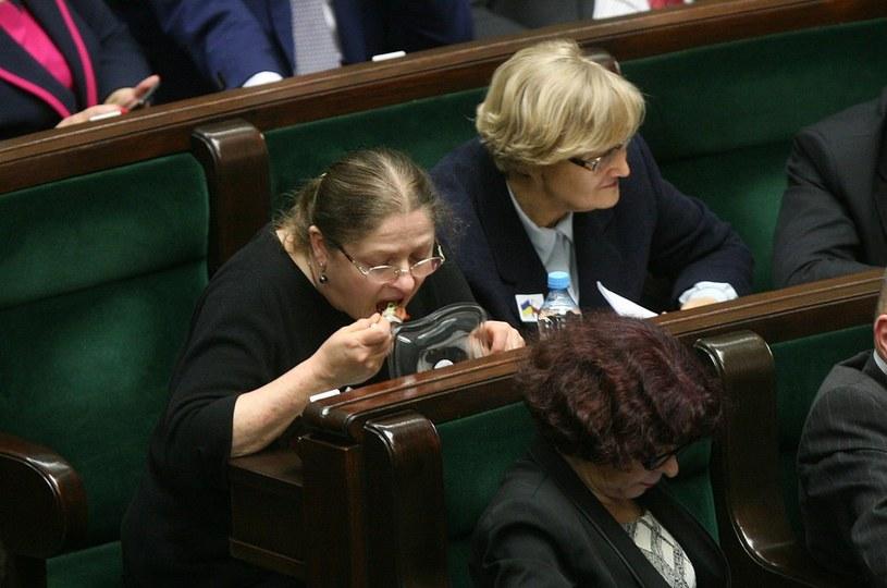 Posłanka Pawłowicz podjadała w czasie obrad... /Agencja SE /East News