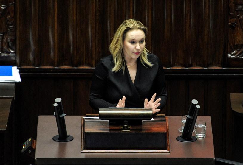 Posłanka PSL Andżelika Możdzanowska podczas pierwszego czytania poselskiego projektu ustawy o Radzie Mediów Narodowych /Marcin Obara /PAP