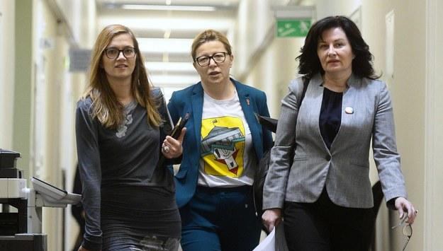 Posłanki Lewicy: Magdalena Biejat, Katarzyna Ueberhan i Beata Maciejewska / Marcin Obara  /PAP