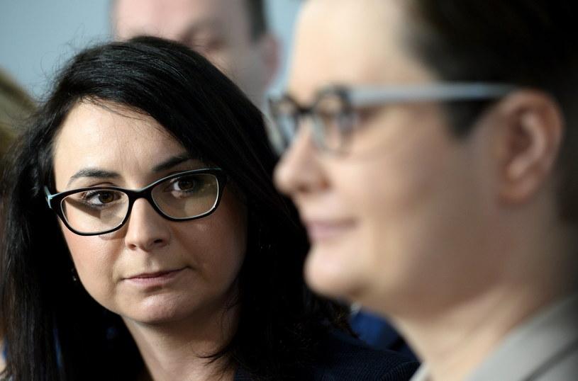 Posłanki Nowoczesnej: Kamila Gasiuk-Pihowicz (L) i Katarzyna Lubnauer (P) / Jacek Turczyk    /PAP
