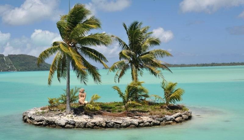 Posłowie chętnie wyjeżdżają w egzotyczne miejsca - a tam bardzo ciężko pracują... /Frank May    /PAP/EPA