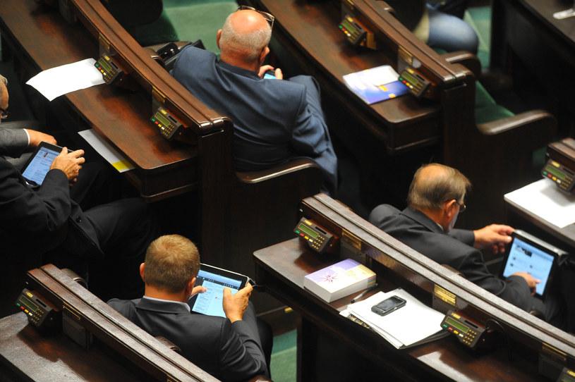 Posłowie i ich tablety, zdjęcie archiwalne /Witold Rozbicki /Reporter