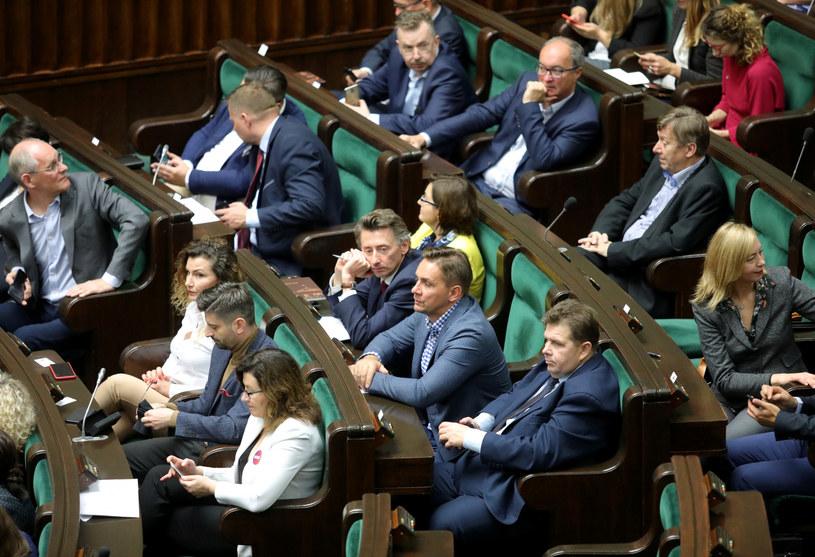 Posłowie IX kadencji w Sejmie, zdjęcie ze szkolenia dla nowych parlamentarzystów /Piotr Molecki /East News