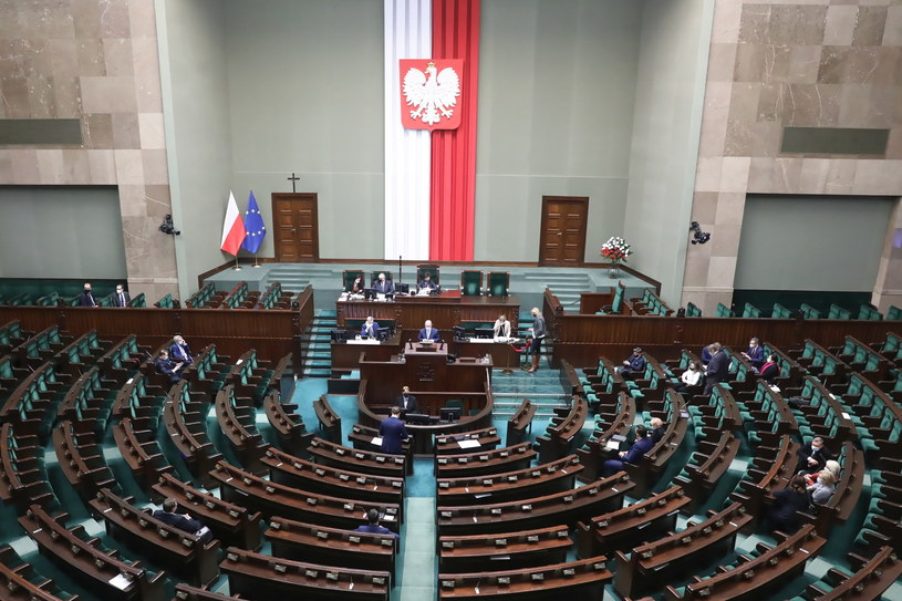 Posłowie na sali obrad podczas drugiego dnia 25. posiedzenia Sejmu w Warszawie / Tomasz Gzell    /PAP
