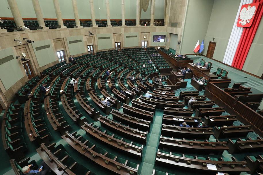 Posłowie na sali obrad Sejmu w Warszawie, w pierwszym dniu posiedzenia /Paweł Supernak /PAP