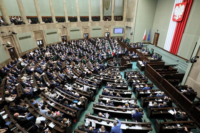Posłowie na sali obrad Sejmu /Paweł Supernak /PAP
