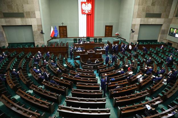 Posłowie na sali obrad Sejmu /Rafał Guz /PAP