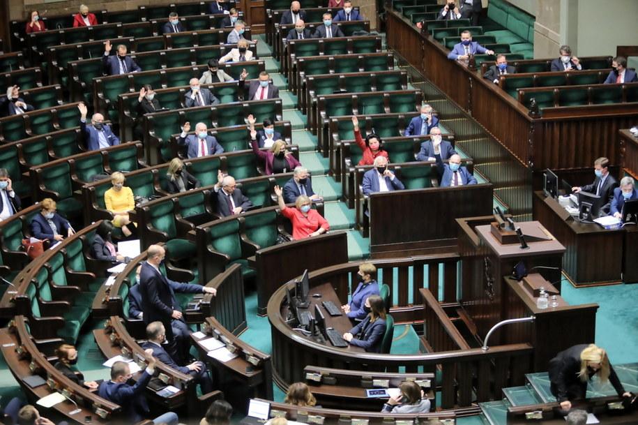 Poslowie na sali obrad Sejmu /Wojciech Olkuśnik /PAP