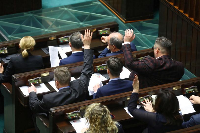Posłowie na sali obrad w drugim dniu posiedzenia Sejmu, 9 stycznia br. /Rafał Guz /PAP