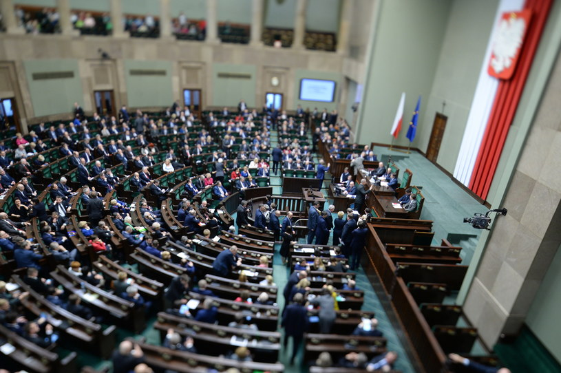 Posłowie na sali obrad /Jacek Turczyk /PAP
