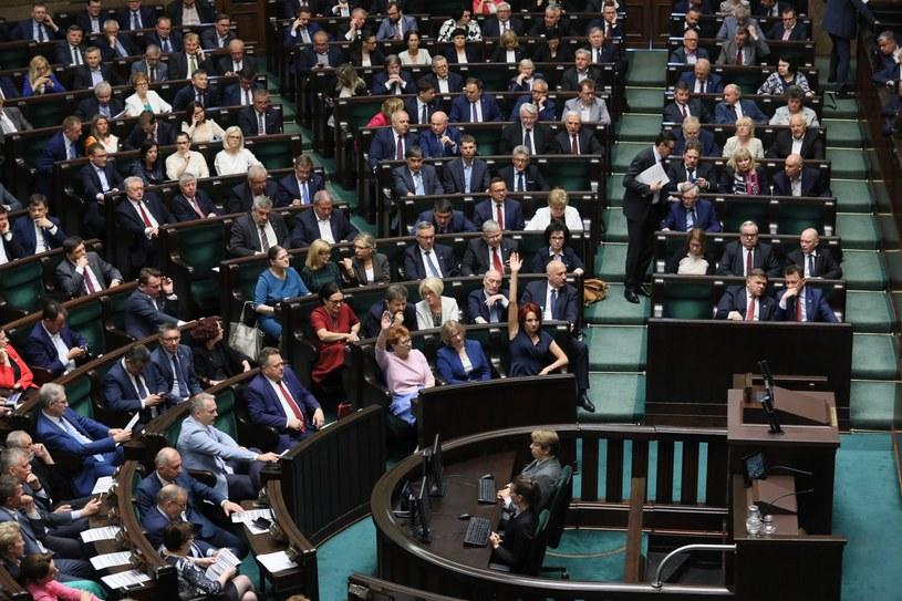 Posłowie na sali obrad / Leszek Szymański    /PAP
