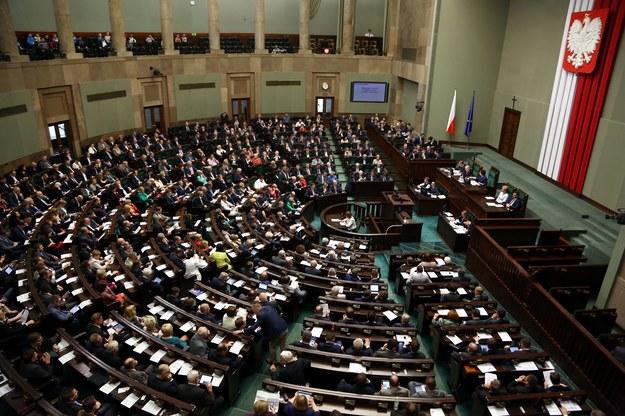 Posłowie na sali plenarnej /Tomasz Gzell /PAP