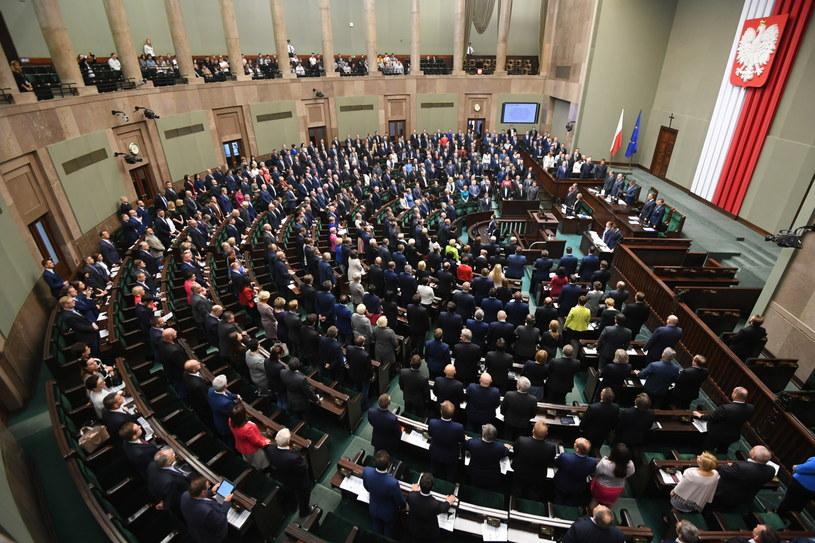 Posłowie na sali sejmowej /Bartłomiej Zborowski /PAP