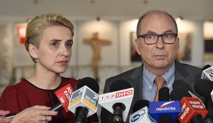 Posłowie Nowoczesnej Joanna Scheuring-Wielgus i Jerzy Meysztowicz /Radek Pietruszka /PAP