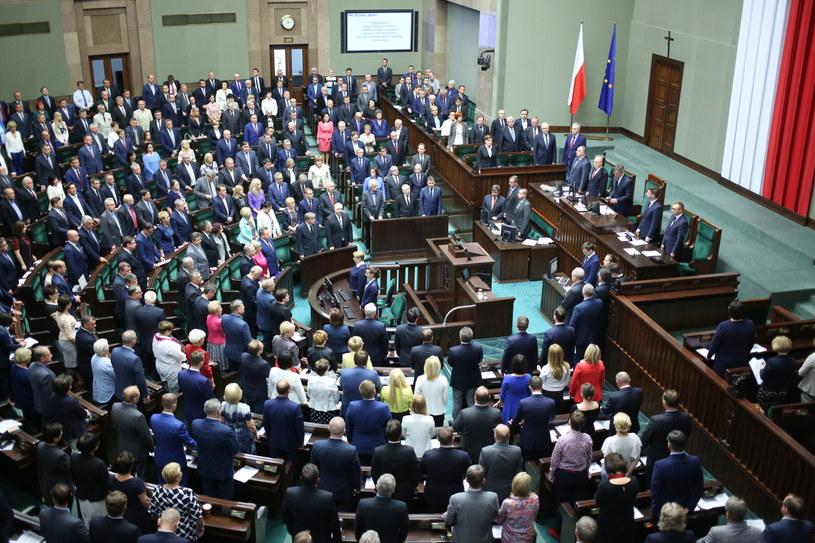Posłowie PiS ocalili projekt ustawy o RMN /Leszek Szymański /PAP