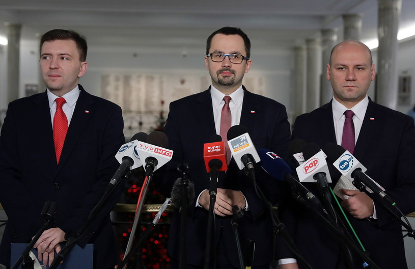 Posłowie PiS Szymon Szynkowski vel Sęk, Łukasz Schreiber i Marcin Horała /Tomasz Gzell /PAP