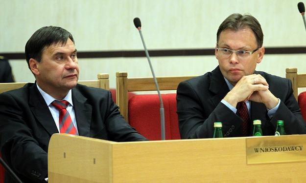 Posłowie PiS Wojciech Szarama i Arkadiusz Mularczyk, fot. R. Pietruszka /PAP