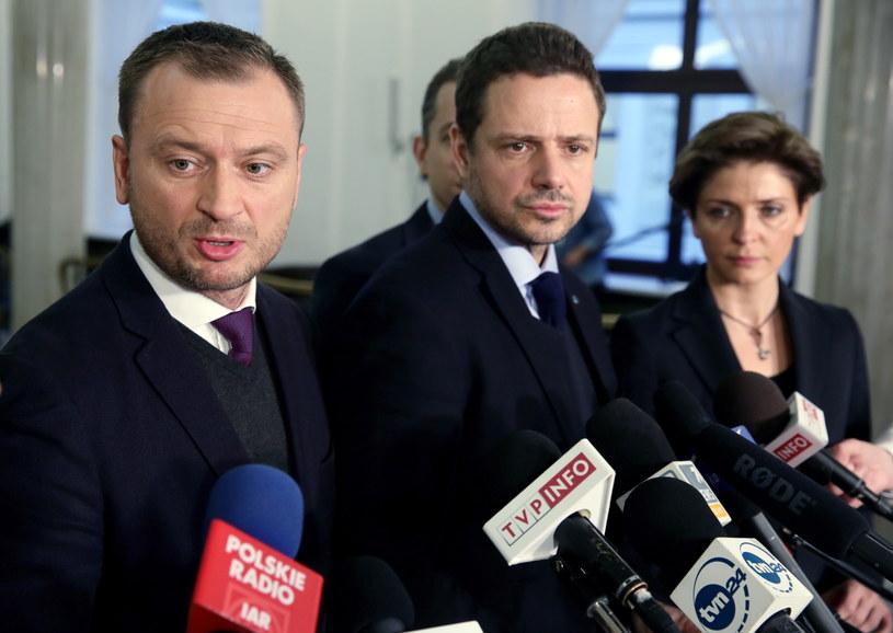 Posłowie Platformy Obywatelskiej: Sławomir Nitras, Rafał Trzaskowski, Joanna Mucha /Tomasz Gzell /PAP