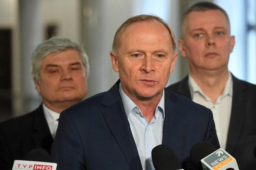 Posłowie PO-KO Czesław Mroczek, Maciej Lasek oraz Tomasz Siemoniak podczas konferencji prasowej w Sejmie. / Radek Pietruszka   /PAP