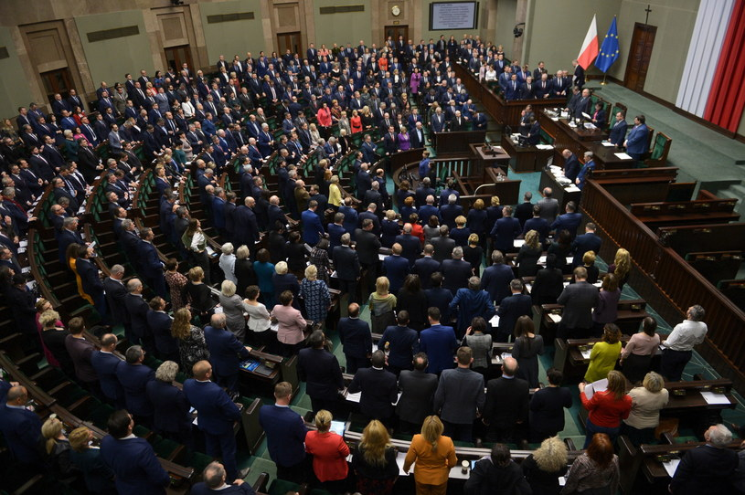 Posłowie podczas czwartkowego posiedzenia Sejmu / Marcin Obara  /PAP
