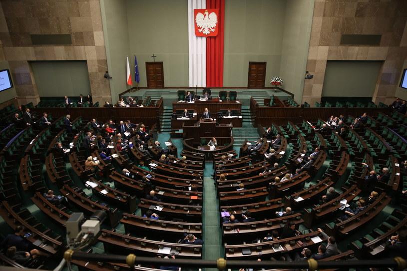 Posłowie, podczas drugiego czytania projektu nowelizacji ustawy o funkcjonowaniu górnictwa węgla kamiennego /Tomasz Gzell /PAP