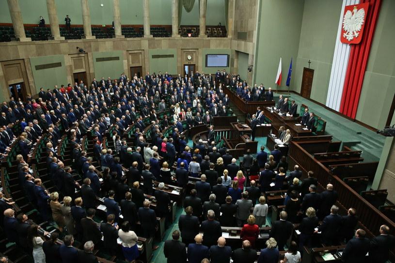 Posłowie podczas posiedzenia Sejmu /Rafał Guz /PAP