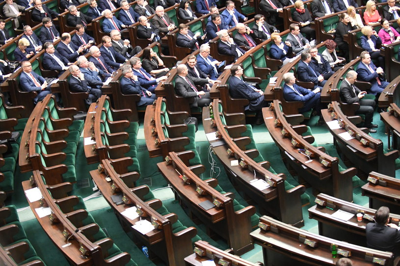 Posłowie w sali plenarnej /Bartłomiej Zborowski /PAP