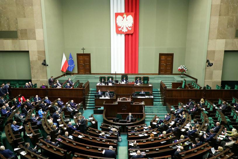 Posłowie w środę znowelizowali Regulamin Sejmu /Piotr Molecki /East News