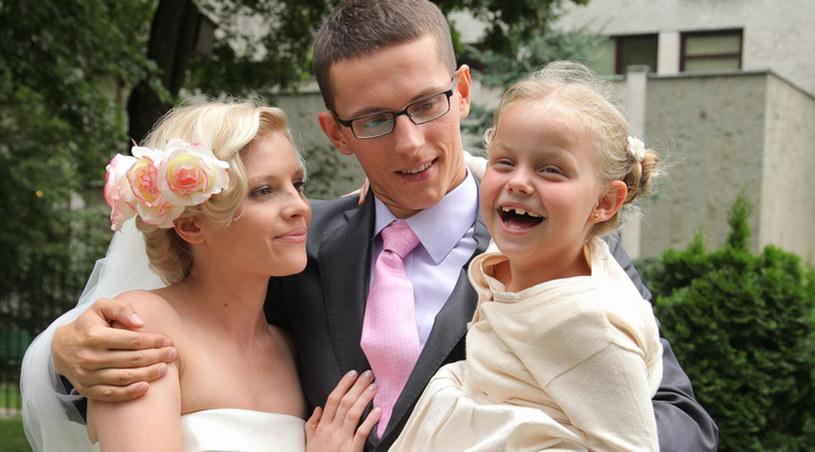Poślubiając Iwonę, Mateusz stanie się ojcem dla jej sześcioletniej córki Ewy /Agencja W. Impact