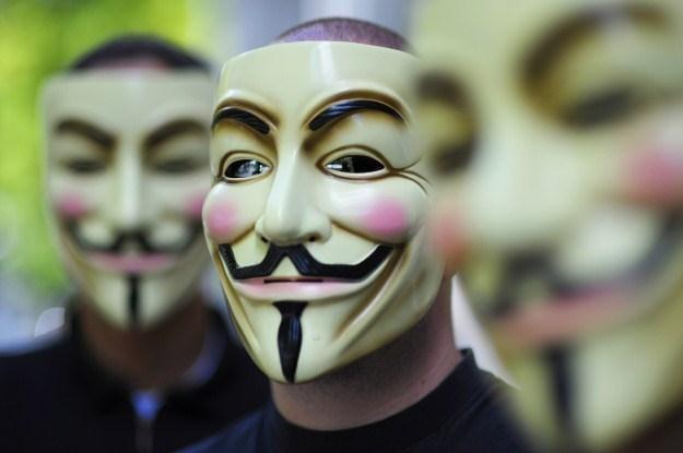 Postać Guya Fawkesa stała się symbolem dla współczesnych cyberprzestępców /AFP