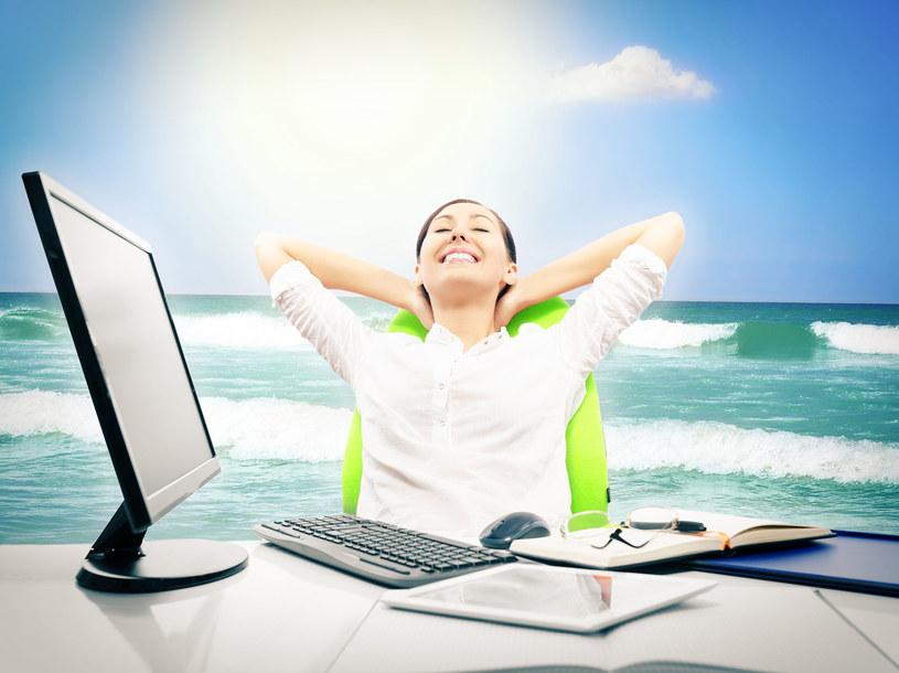 Postaraj się nie myśleć negatywnie i skup się na tym, co w swojej pracy lubisz /123RF/PICSEL