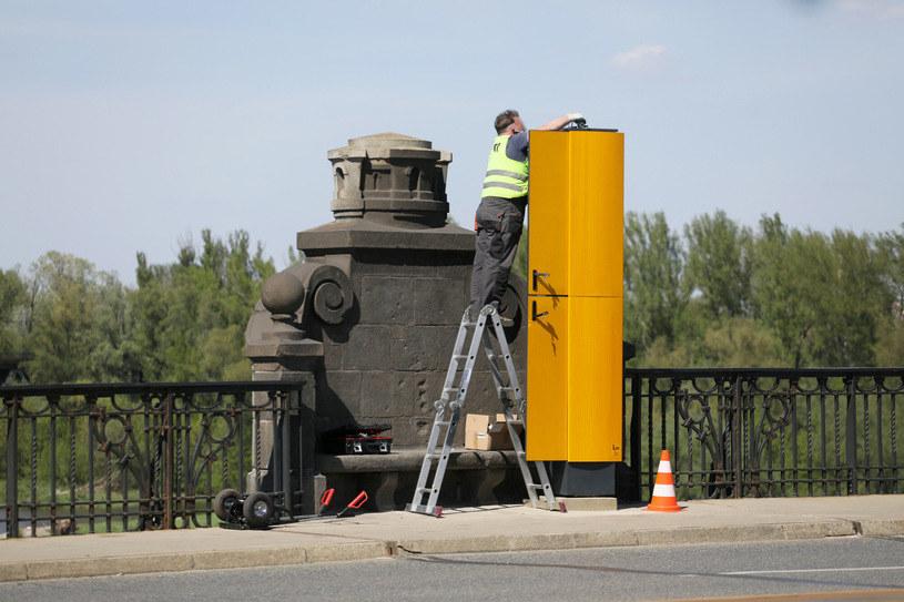 Postawione zabytkowym moście fotoradary wzbudziły olbrzymie kontrowersje. Mimo tego, będą pracować / Jakub Kamiński    /East News