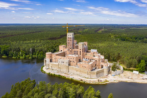 Postawiono zarzuty w sprawie budowy zamku w Puszczy Noteckiej