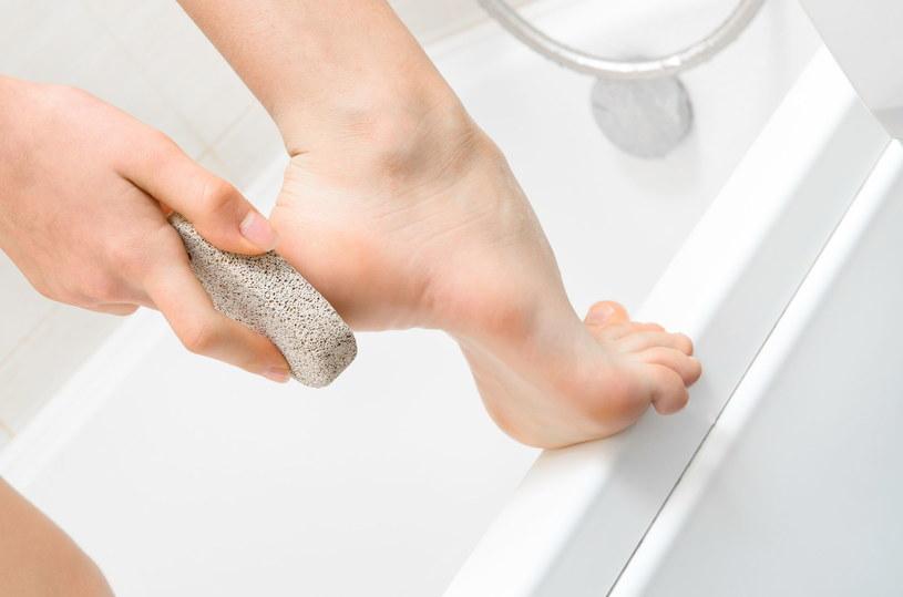 Postawowe zabiegi pielęgnacyjne możesz wykonać w domu /123RF/PICSEL